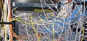 布线施工不规范线缆乱穿